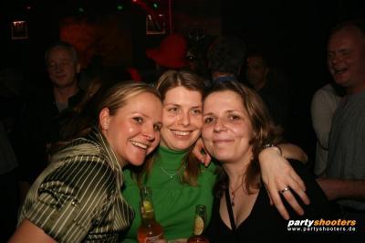30_plus_party14_20080416_1849347652.jpg