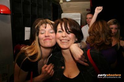 30_plus_party23_20090102_1904610498.jpg