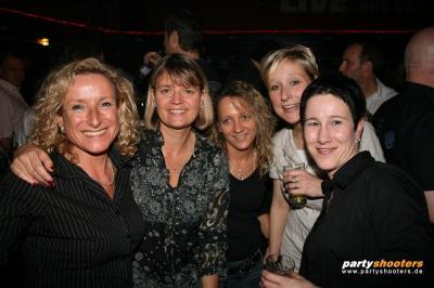 30_plus_party45_20090105_1782743704.jpg