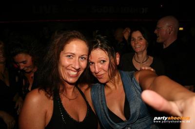 30_plus_party50_20090105_1867732373.jpg