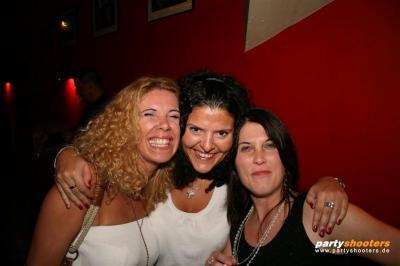 30_plus_party7_20090105_1722794222.jpg