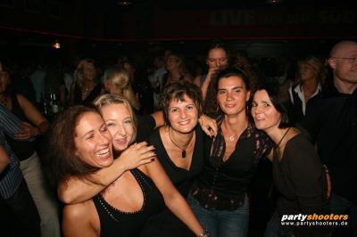 30_plus_party7_20090105_2081801943.jpg