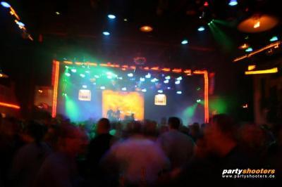 30_plus_party8_20090105_1689839972.jpg